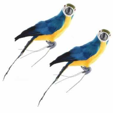 2x stuks dierenbeeld blauwe ara papegaai vogel 34 cm decoratie met veren