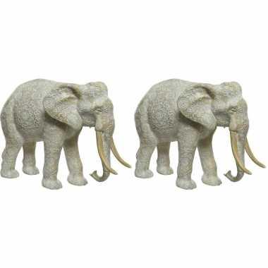 2x stuks dierenbeeld olifant 18 cm gegraveerd met mandala patroon