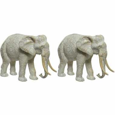 2x stuks dierenbeeld olifant 26 cm gegraveerd met mandala patroon