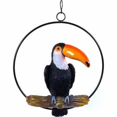 Dierenbeeld toekan vogel in ring 20 cm tuinbeeld hangdecoratie